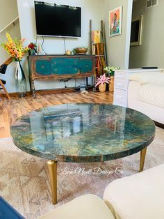 I will be teaching this coffee table technique next week! Grab your spot now! #paintedfurniture #resin #furnituredesigns #furnitureartist #furnituremakeover #homedecor