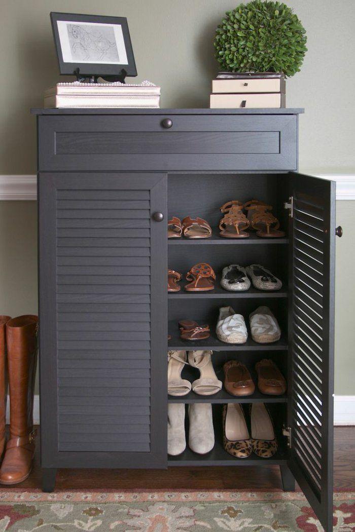 1 meuble chaussure ikea en bois peint en gris et tapis colore dans le couloir moderne