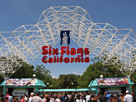 Six Flags Magic Mountain Ca My First Rollercoaster Ride Ever Was Here Six Flags Magic Mountain California Roller Coaster