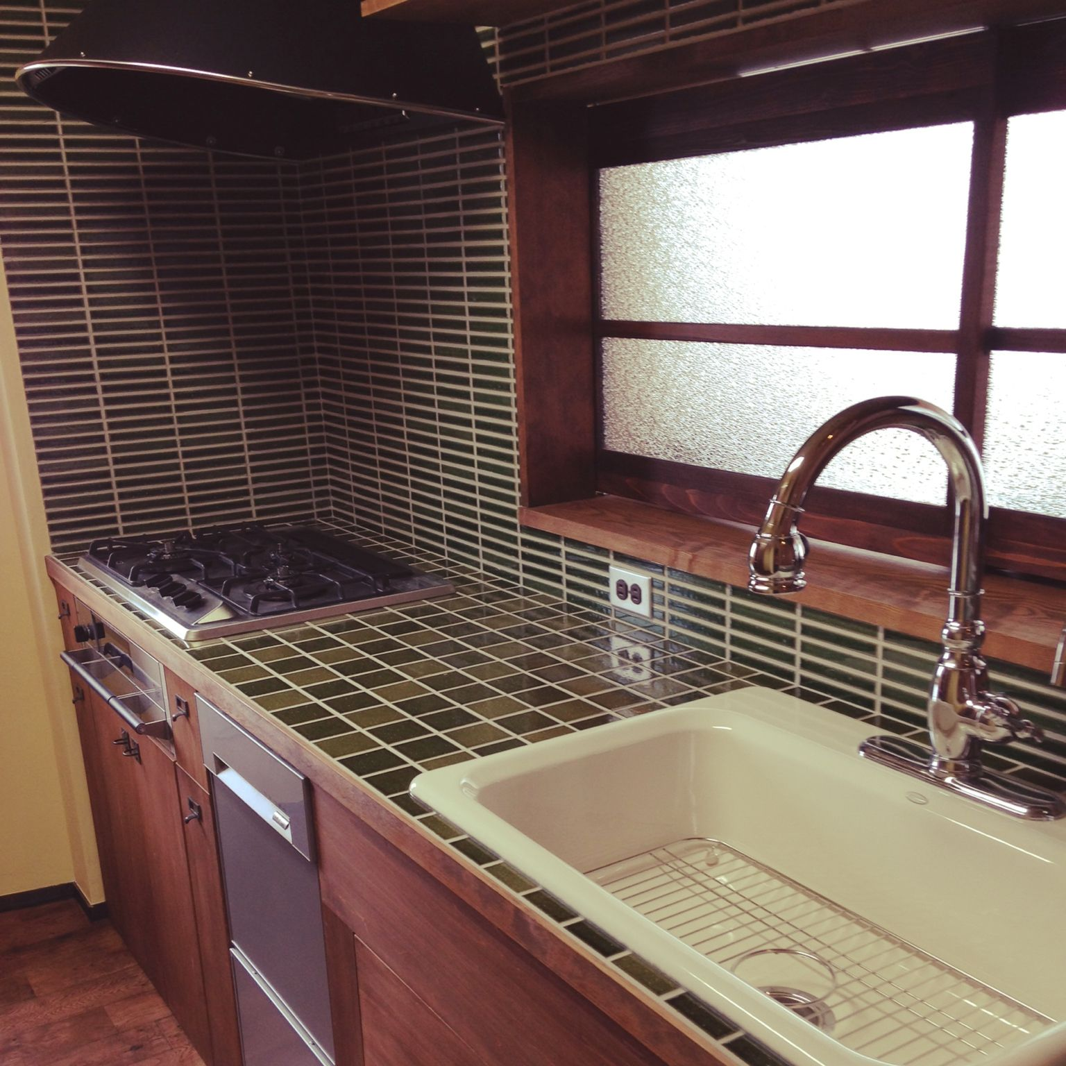 キッチン Kohler タイル 施主施工 昭和レトロ などのインテリア実例