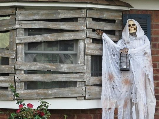 love the boarded up windows! | Halloween Crafts/Props DIY ...