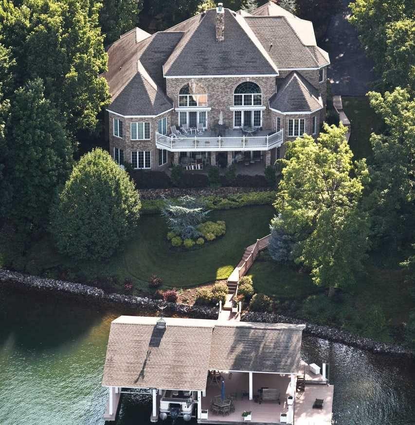 Luxury Lake Houses: 209 Woodland Terrace, Huddleston VA SMITH MOUNTAIN LAKE