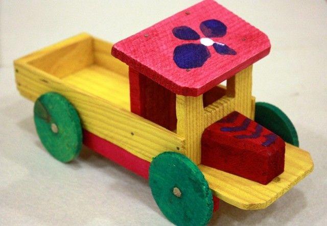 brinquedos tradicionais portugueses em madeira -
