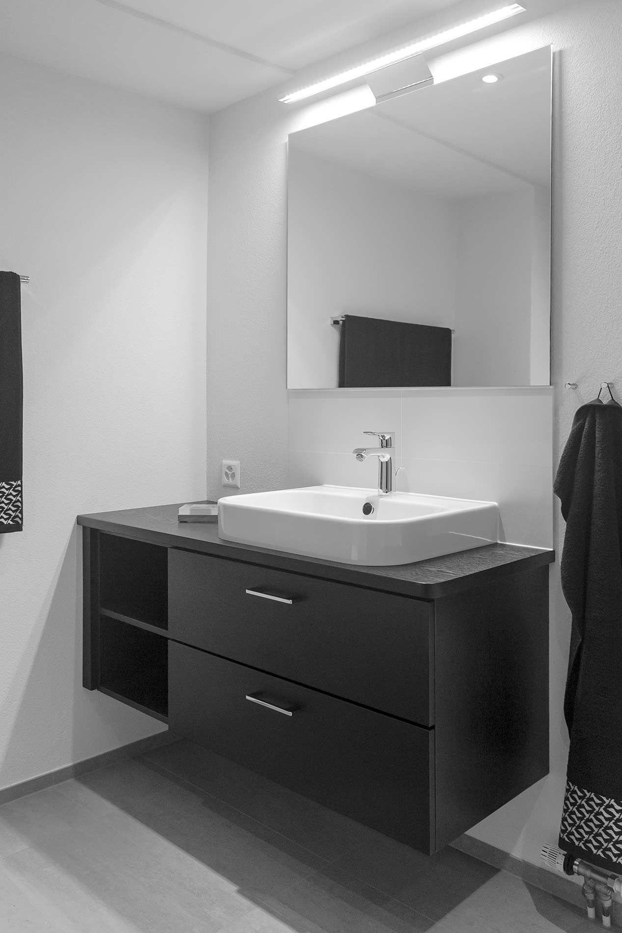 Explore These Ideas And More! Waschbereich Mit Schwarzem Unterschrank Und  Weißem Aufsatzwaschbecken