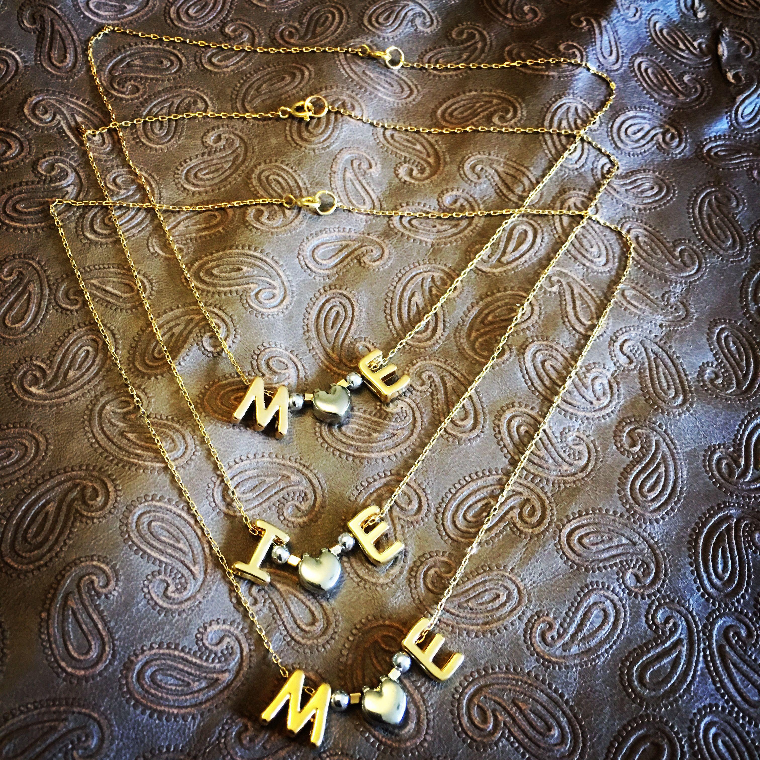 Collares de iniciales, rodio y baño de oro