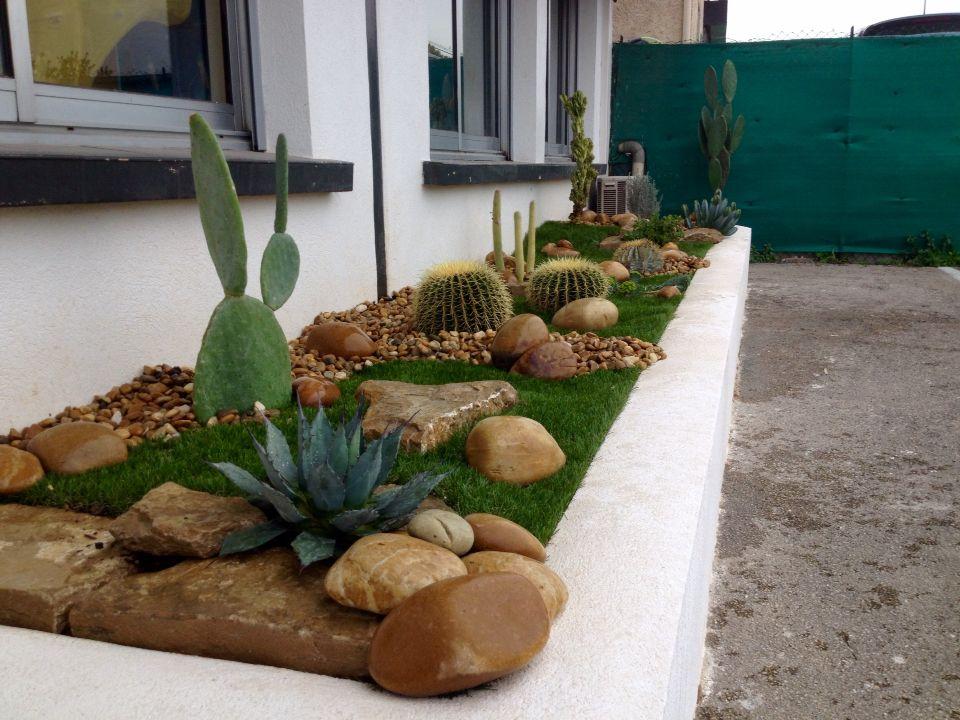 Jardini re cactus gros cactus jardin sec am nagement de for Idees plantations exterieures