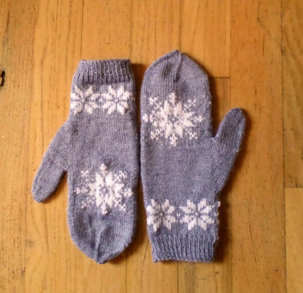 Frozen Snowflake Mittens | Frozen snowflake, Mittens and Knit mittens