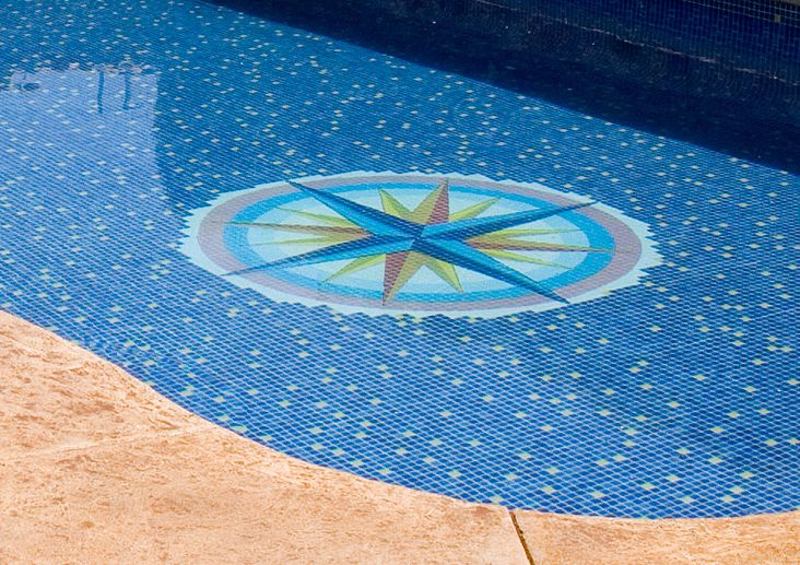Decoraci piscina hisbalit piscines for Piscina martorell