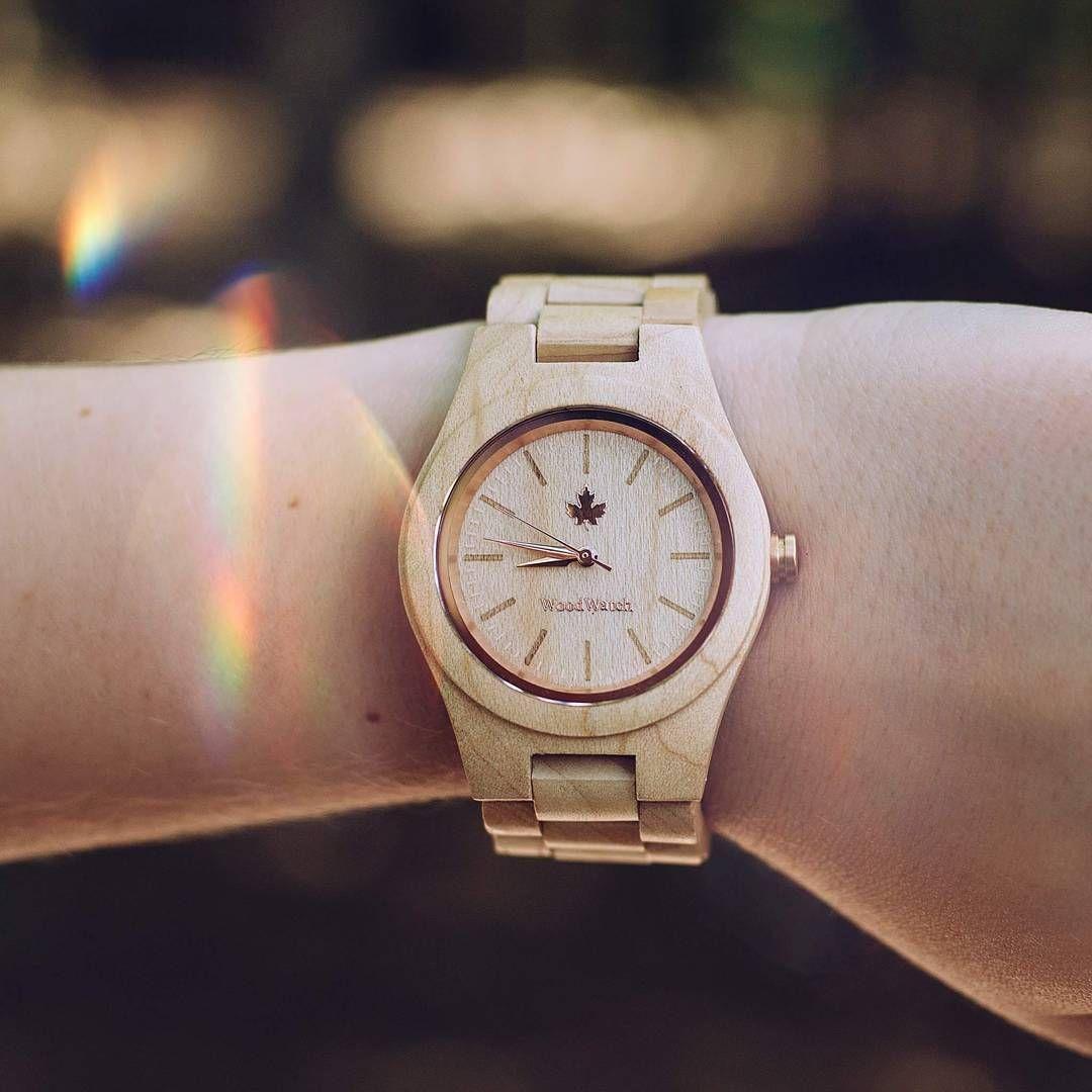Analog wrist watches with international shipping