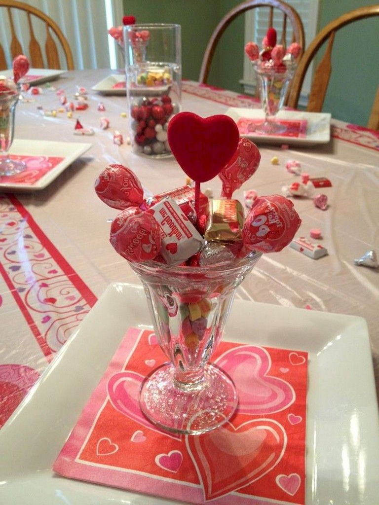 40 Beauty Romantic Valentines Party Decor Ideas Valentine Day Table Decorations Valentines Party Decor Valentine Table Decorations