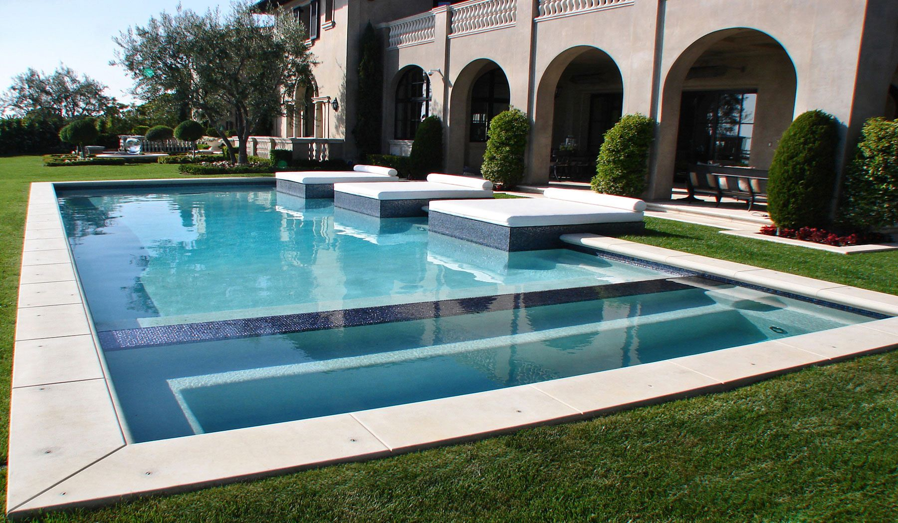 Heather Terry Dubrow Swimming Pool Love The Beds