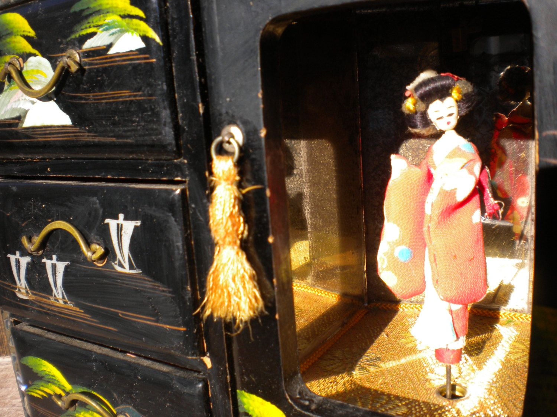Geisha Music box Vintage Japanese jewelry box black lacquer