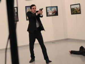 Fotógrafo de AP atestigua asesinato del embajador ruso