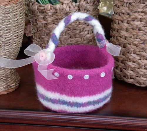 Felted easter basket free pattern knitting pinterest easter felted easter basket free pattern knitting negle Gallery
