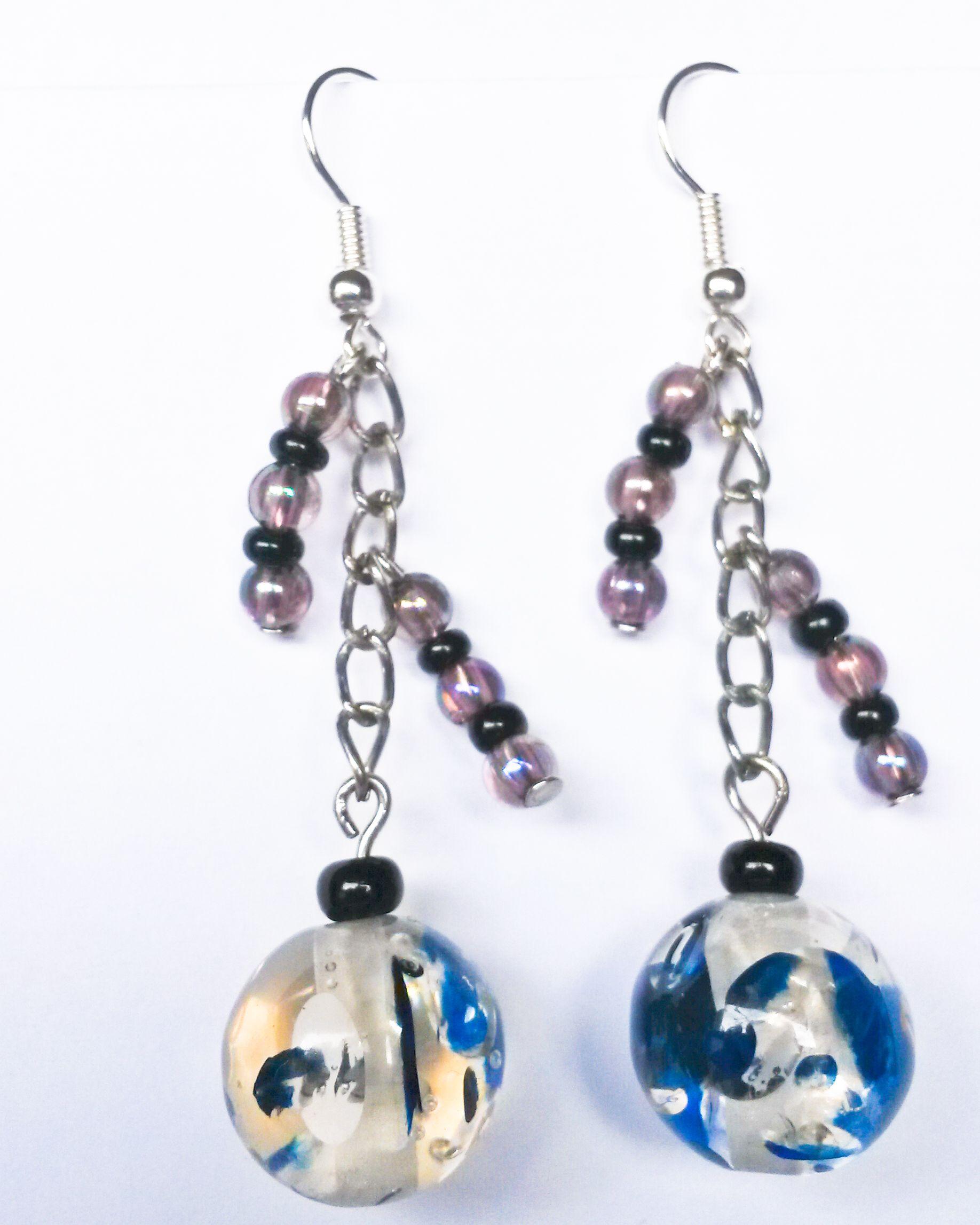 http://www.tibadesign.com Boucles d'oreilles perles bleues et violettes