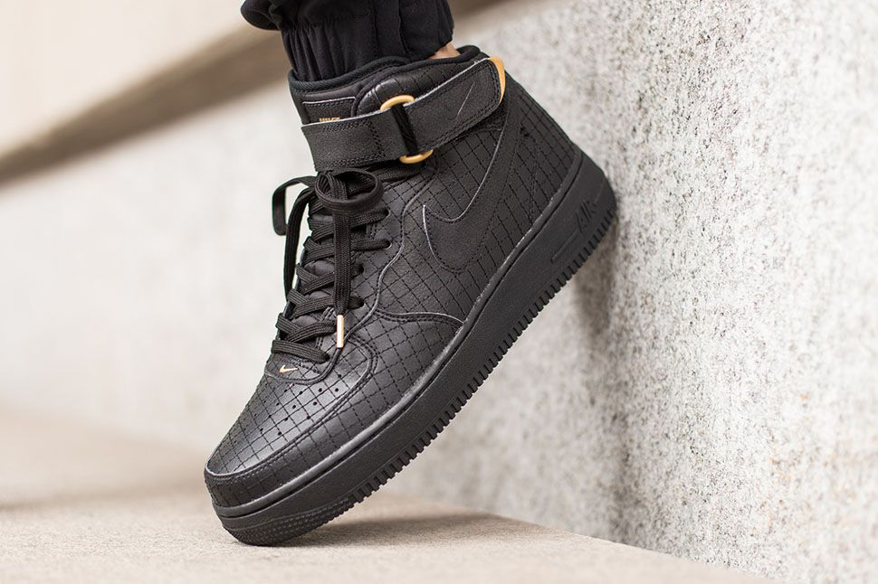 nike air force 1 mid 07 lv8 black\/black adidas