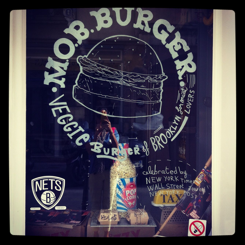 M.O.B Burger tartesandcaro.blogspot.com