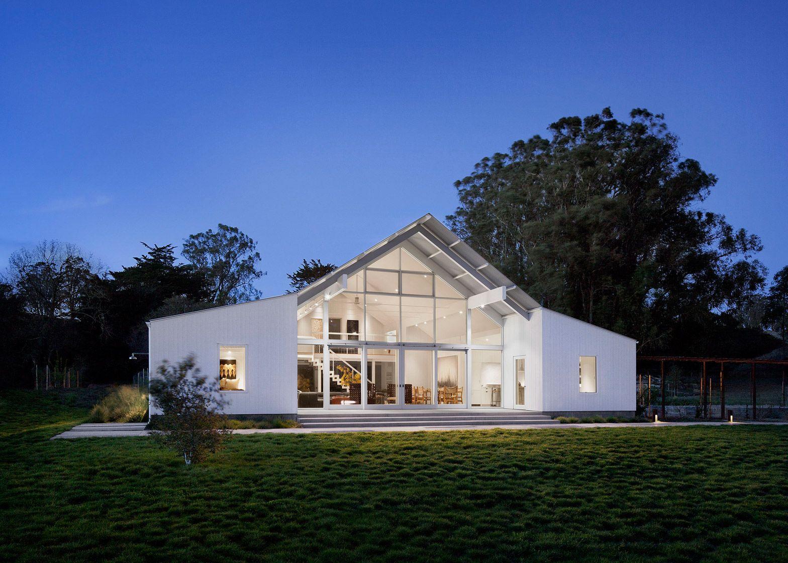 Turnbull Griffin Haesloop Creates White Barn Like House In California Barn Style House Barn House Design Modern Ranch