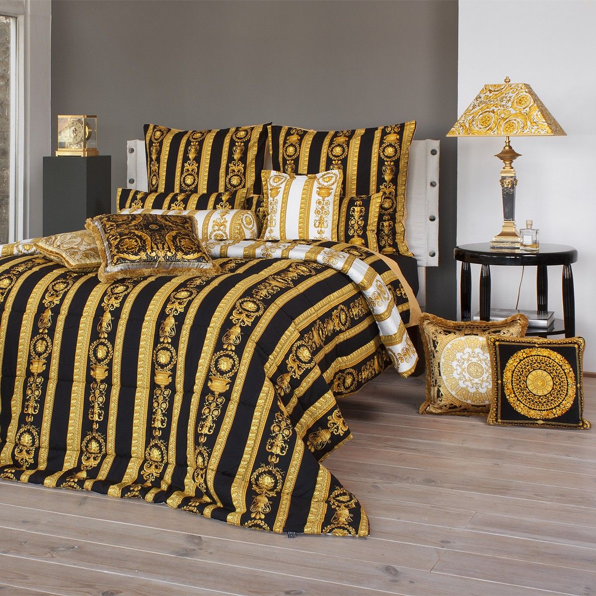 versace medusa bettw sche my blog. Black Bedroom Furniture Sets. Home Design Ideas