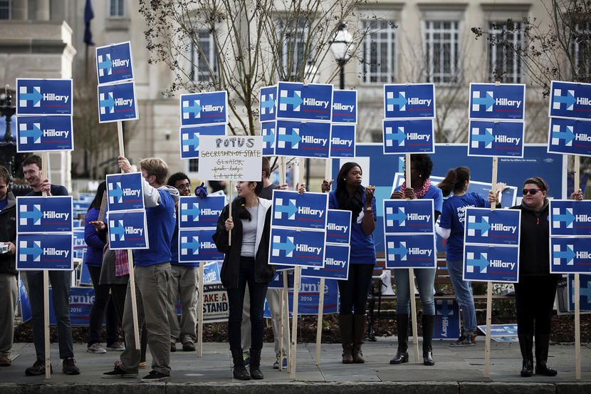 Hillary Clinton supporters stand along Calhoun Street outside the Gaillard Center before the start of the NBC News-YouTube Democratic Debate in Charleston, S.C., Jan. 17, 2016. (Photo by Randall Hill/Reuters)
