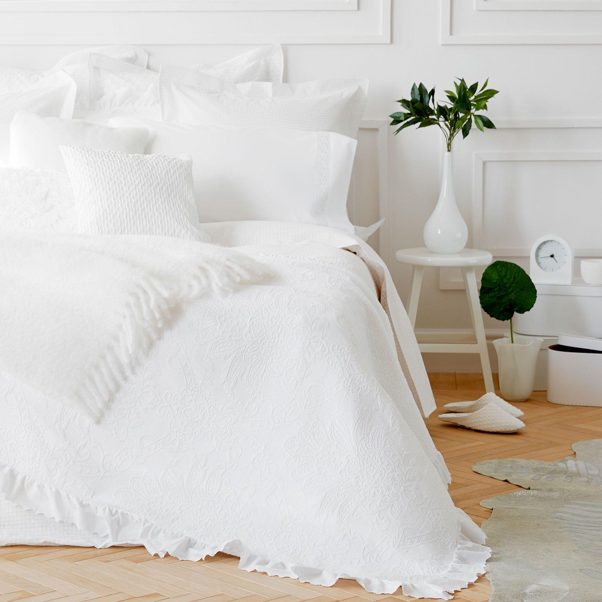 Bild Des Produktes Geblumte Tagesdecke Aus Baumwolle Mit Volant