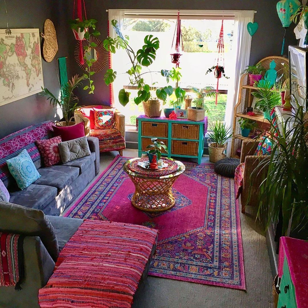 via @hippie.tribe This boho living room by @twolittledrakes is