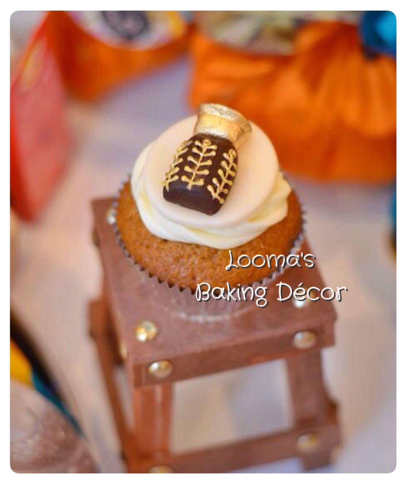 دهن العود من مجموعتي ل كب كيك رمضان كب كيك القرقيعان Our Traditional Oil Perfume Oud Cupcake From My Ramadan Cupcake Co Eid Cake Cupcake Cakes Themed Cakes