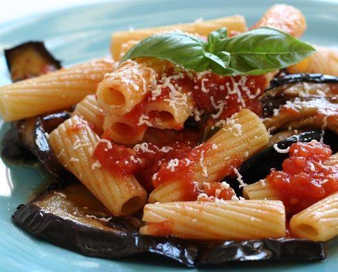 Pasta Con Berenjena Tomate Y Mozzarella Pasta De Berenjenas Pasta A La Norma Platos De Pasta
