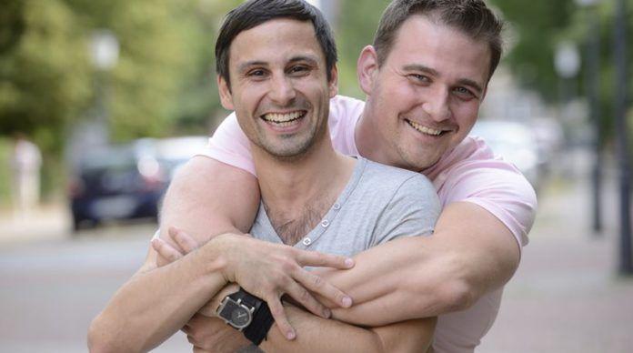 Συμβουλές γνωριμιών για γκέι ζευγάρια έχει φτιάξει ένα προξενιό Halo