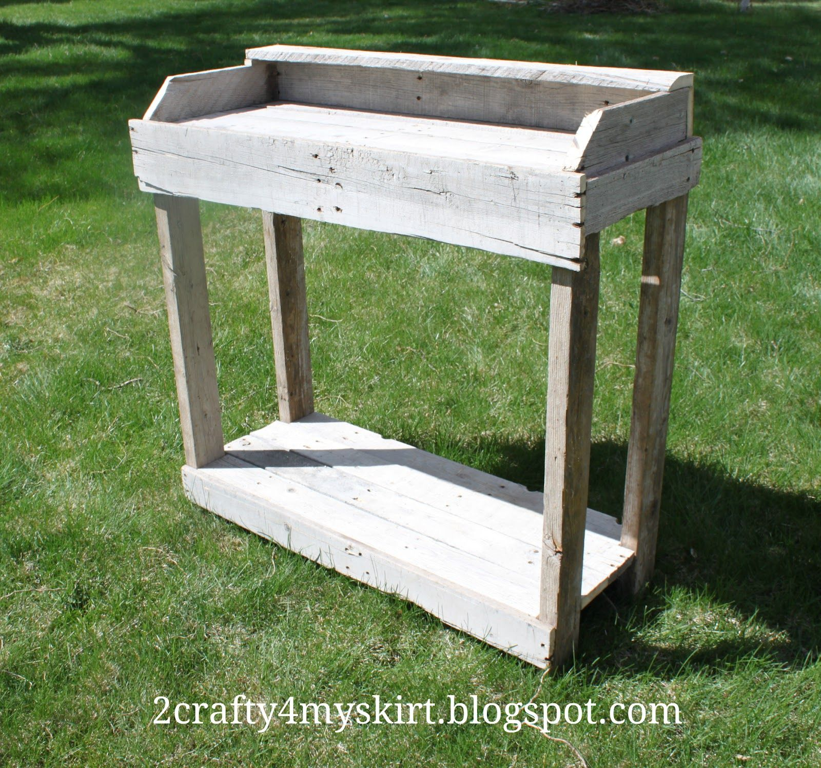 potting bench from pallets - LOVE this!