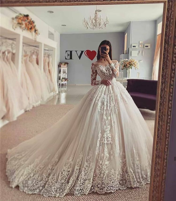 50 Most Gorgeous And Stunning Wedding Dresses You Desire To Have Page 39 Of 50 Cute Hostess For Modern Women In 2020 Wedding Dresses Lace Ball Gowns Wedding Princess Wedding Dresses