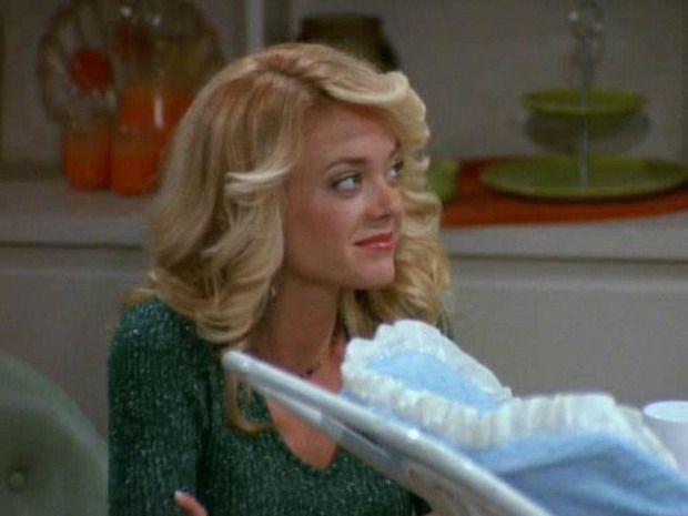 Lisa Robin Kelly, quien interpretaba a Laurie en That '70s Show, falleció a los 43 años. Se encontraba en un centro de rehabilitación luego de ingresar voluntariamente la semana pasada por problemas con el alcohol. Su agente aseguró que la actriz estaba determinada a desintoxicarse. Desgraciadamente, Lisa murió mientras dormía en el centro de rehabilitación.