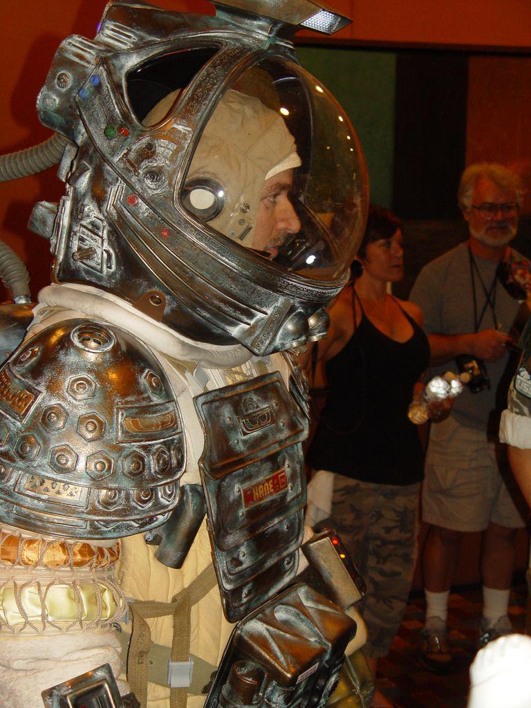 dallas alien 1979 space suit - photo #2