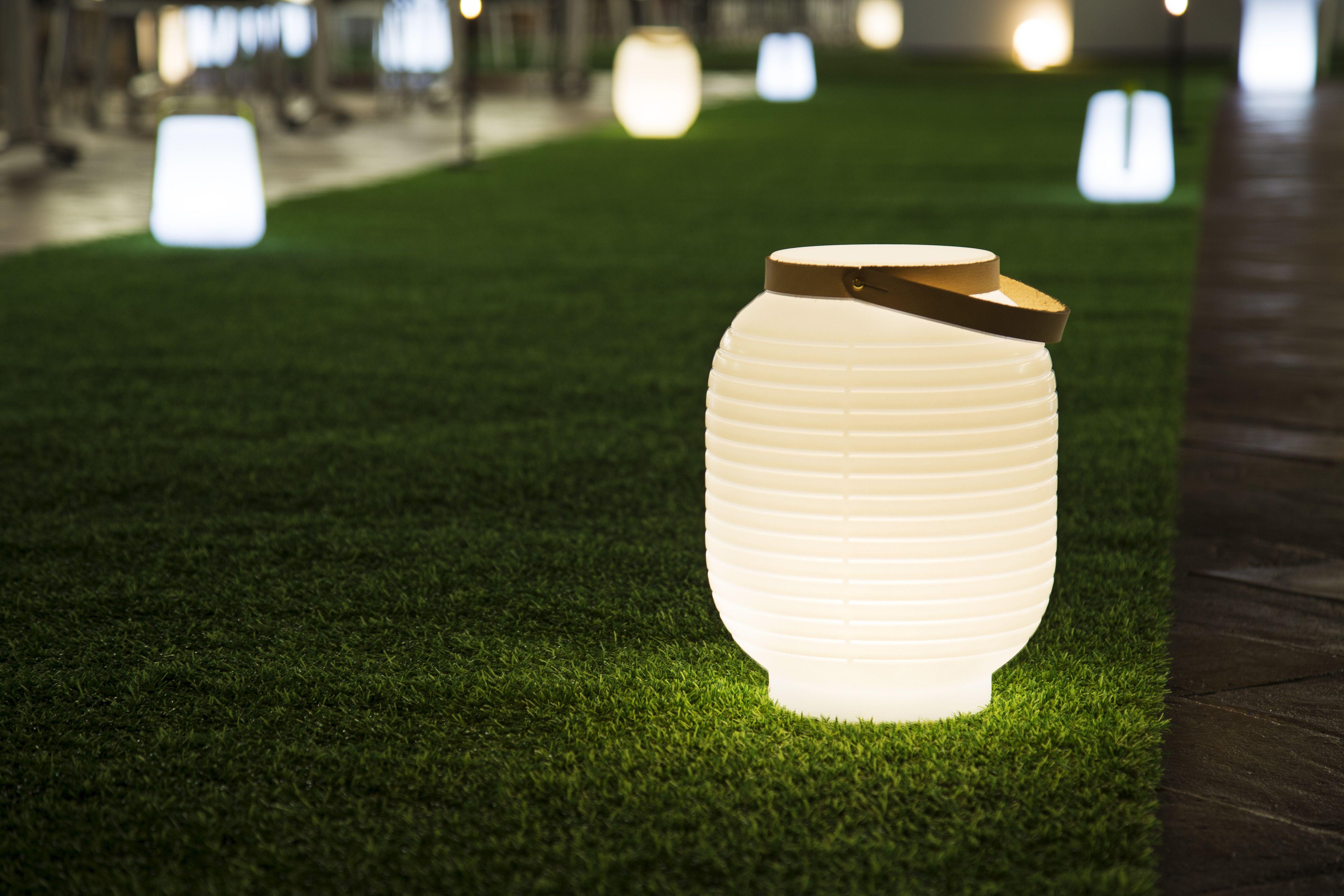Honey lantern design Raffaella Mangiarotti for Serralunga 2015 photo Ludovica Mangini courtesy & Honey lantern design Raffaella Mangiarotti for Serralunga 2015 ...