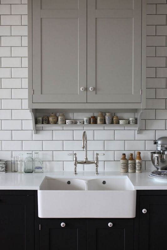 Contrast grout dark grout subway tiles white kitchen for Subway tile splashback