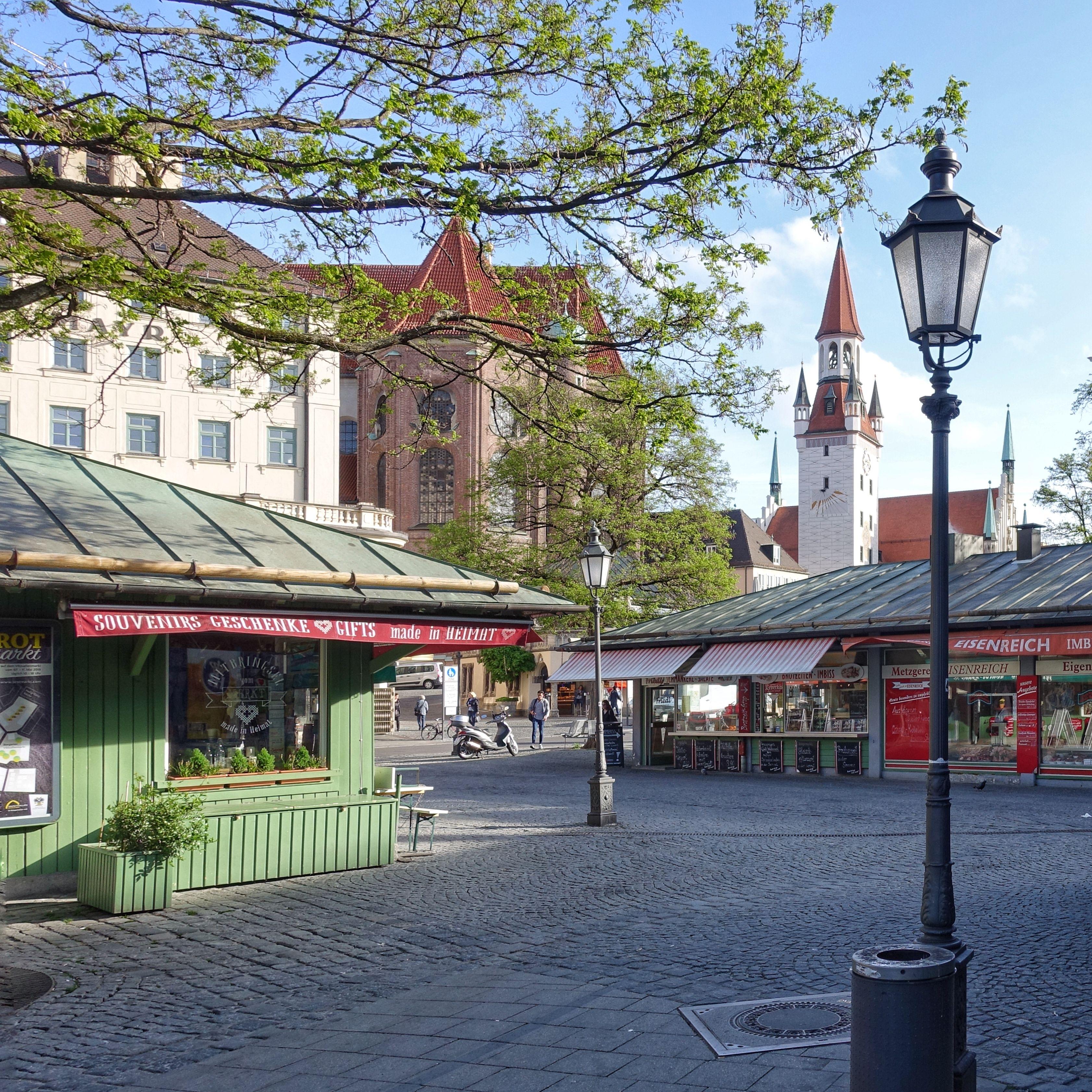 Munich Germany Munchen Deutschland Viktualienmarkt Mit Blick Auf Turm Des Alten Rathauses