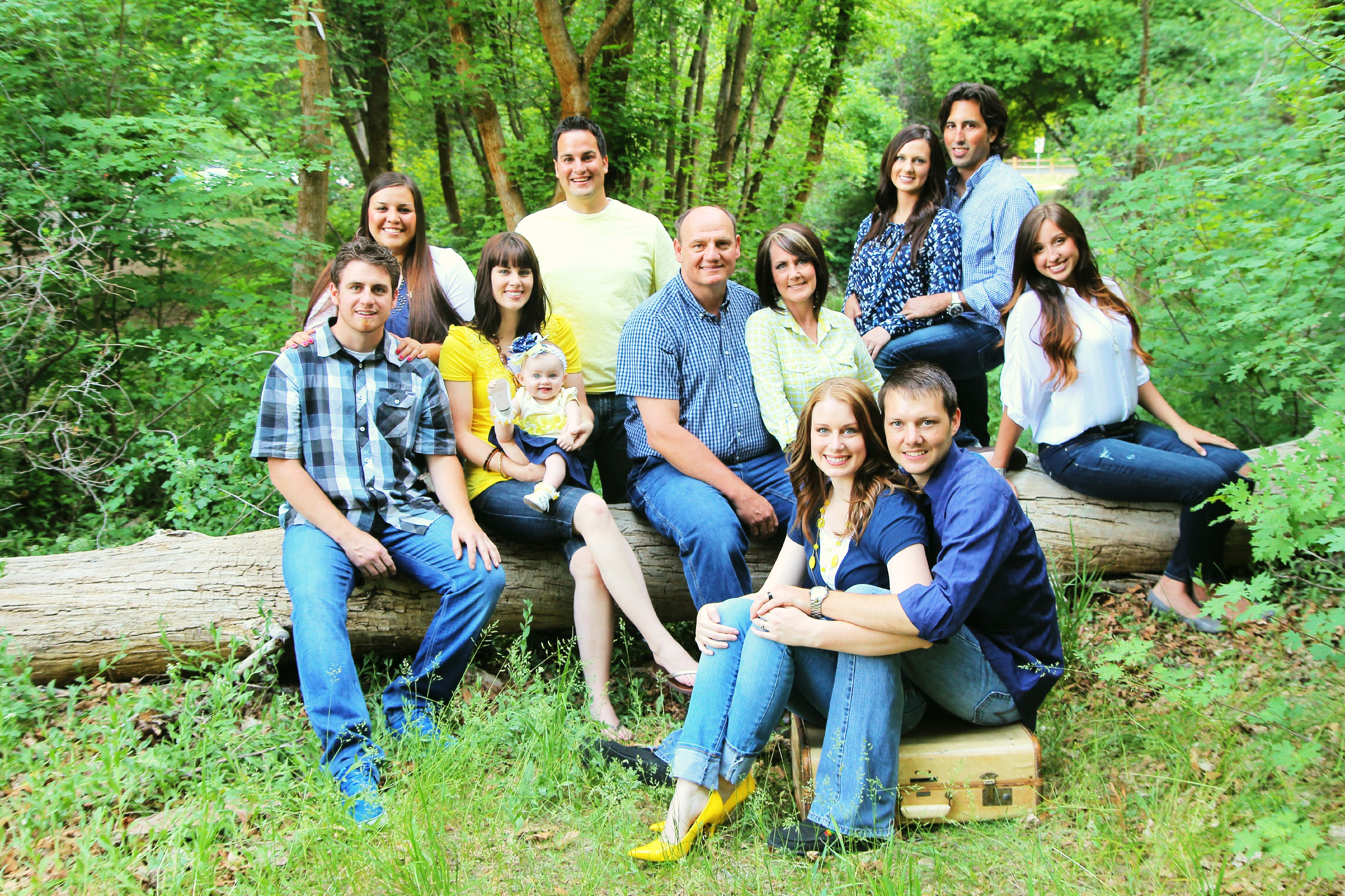 Cute extended Family picture idea and color combos! (Love this ...