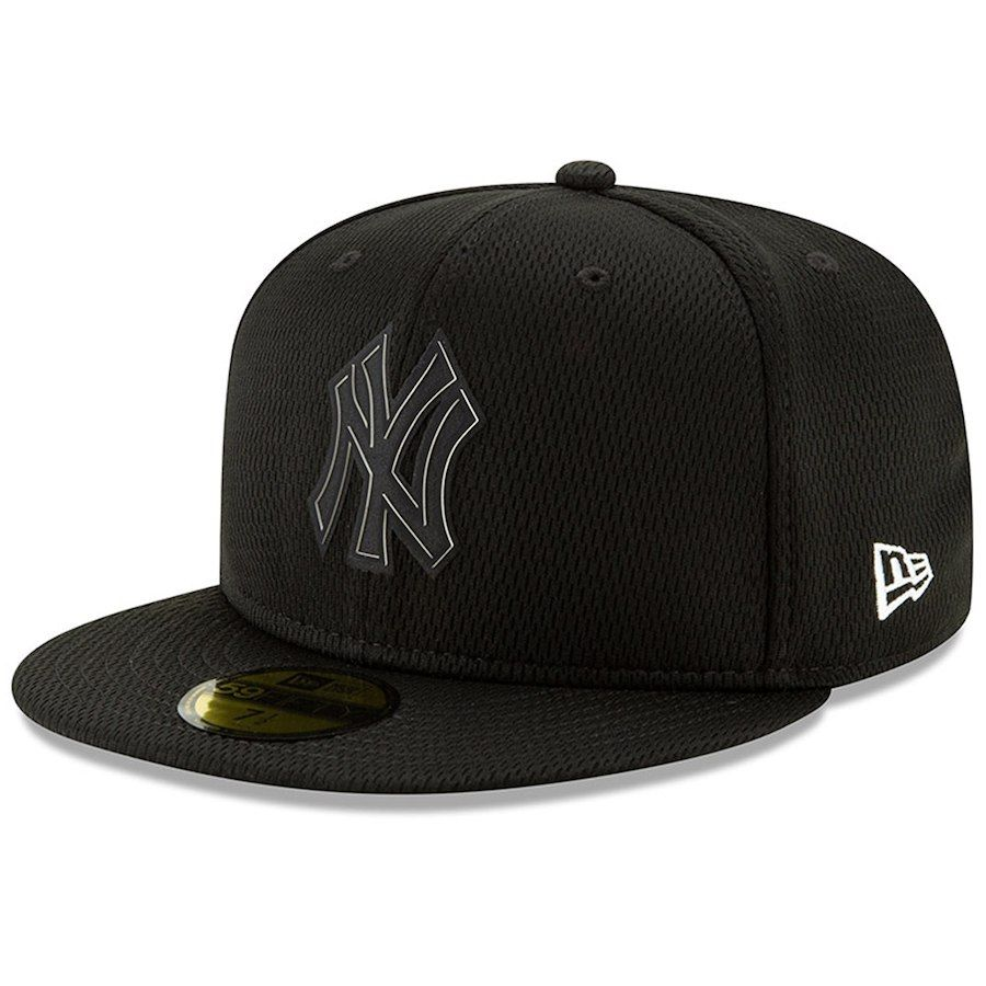 Men s New York Yankees New Era Black Clubhouse Collection 59FIFTY Fitted  Hat 3473b390bf4