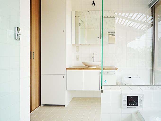 南側の日当たりの良いバスルーム 家 インテリアデザイン バスルーム