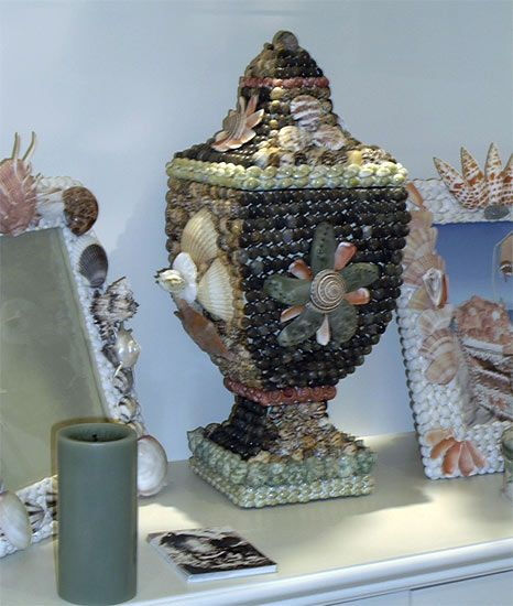 Sea Shell Decorated Statue Busts Of Diana Apollo Vase