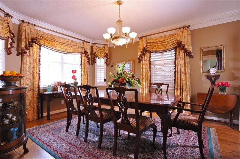 Queen Anne Period Colonial Dining, Queen Anne Style Dining Room Setup