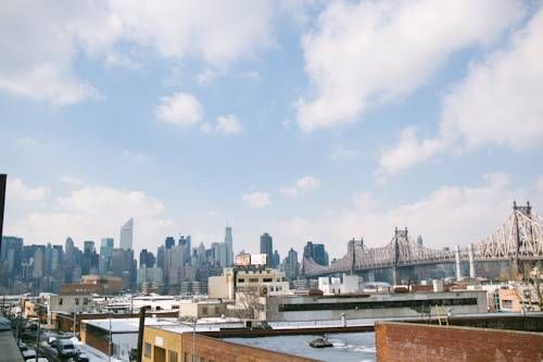 The Local Hostel NYC Queens (New York) This NYC hostel features a fully equipped common kitchen, free Wi-Fi and a rooftop terrace with skyline views. Guests can enjoy coffee, breakfast, beer, wine and cocktails on site.
