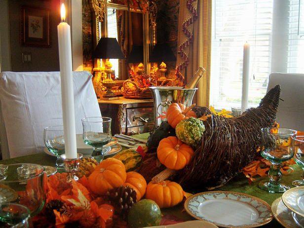 fall table centerpiece...cute for Thanksgiving dinner
