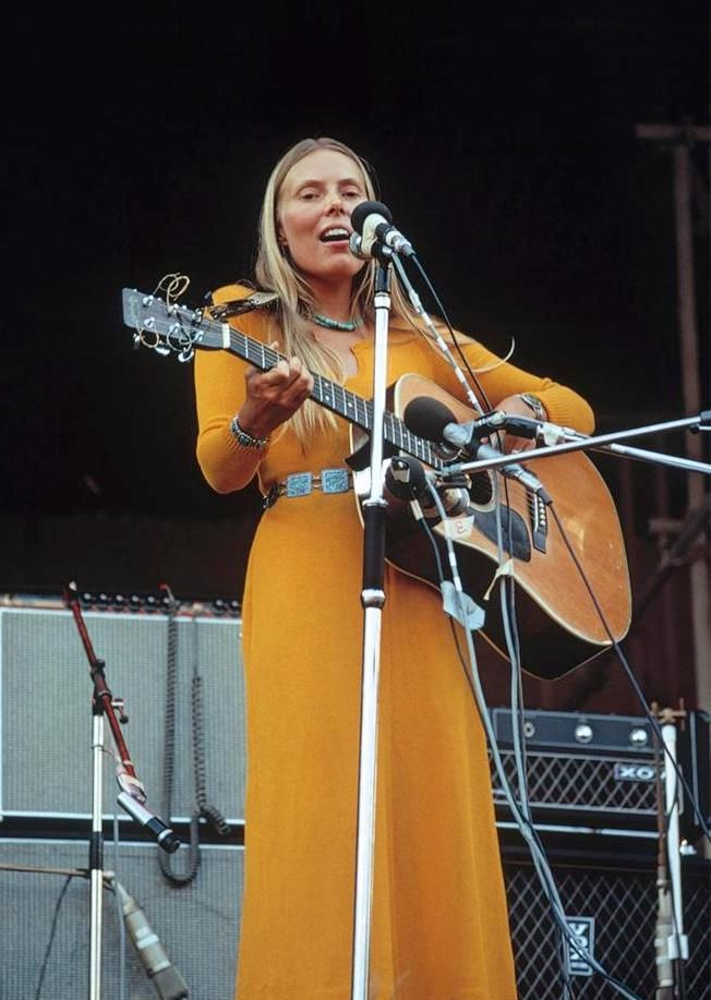 Joni Mitchell S Woodstock Voicing An Anthem For The 60s Hippie Ethos Isle Of Wight Festival Female Musicians Joni