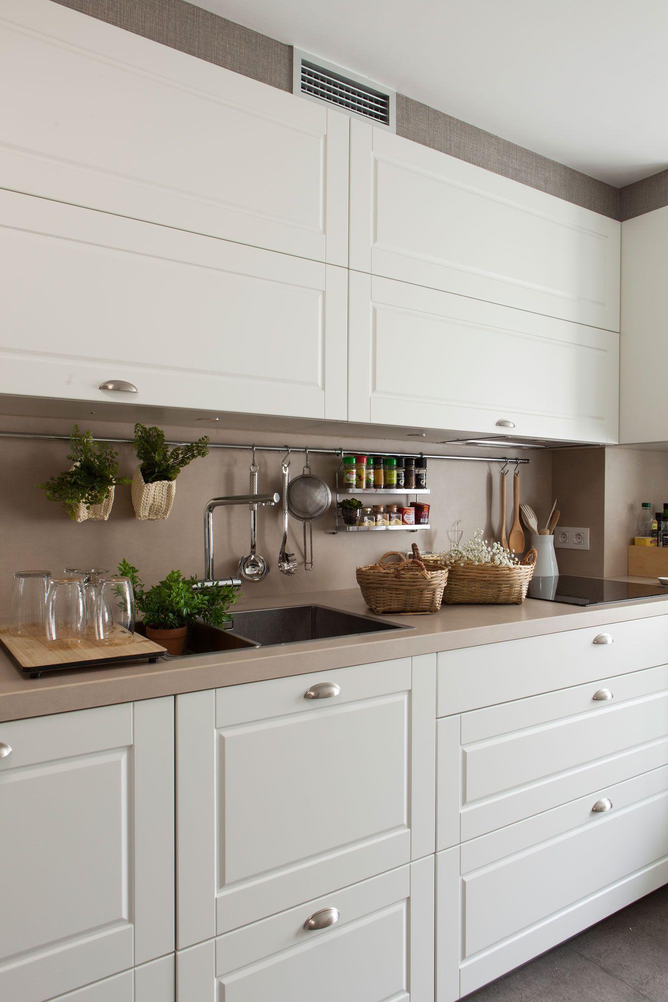Detalle de armarios de cocina altos y bajos. 00438277 Ob | Cocinas ...