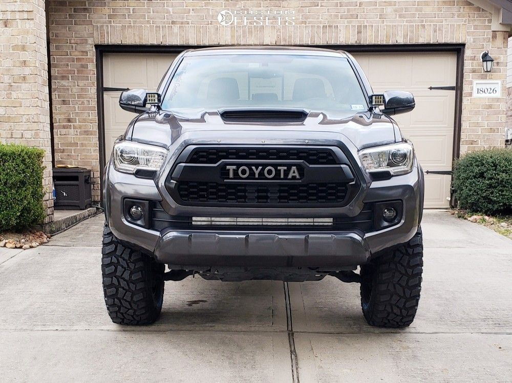 2 2017 Toyota Rough Country Suspension Lift 3in