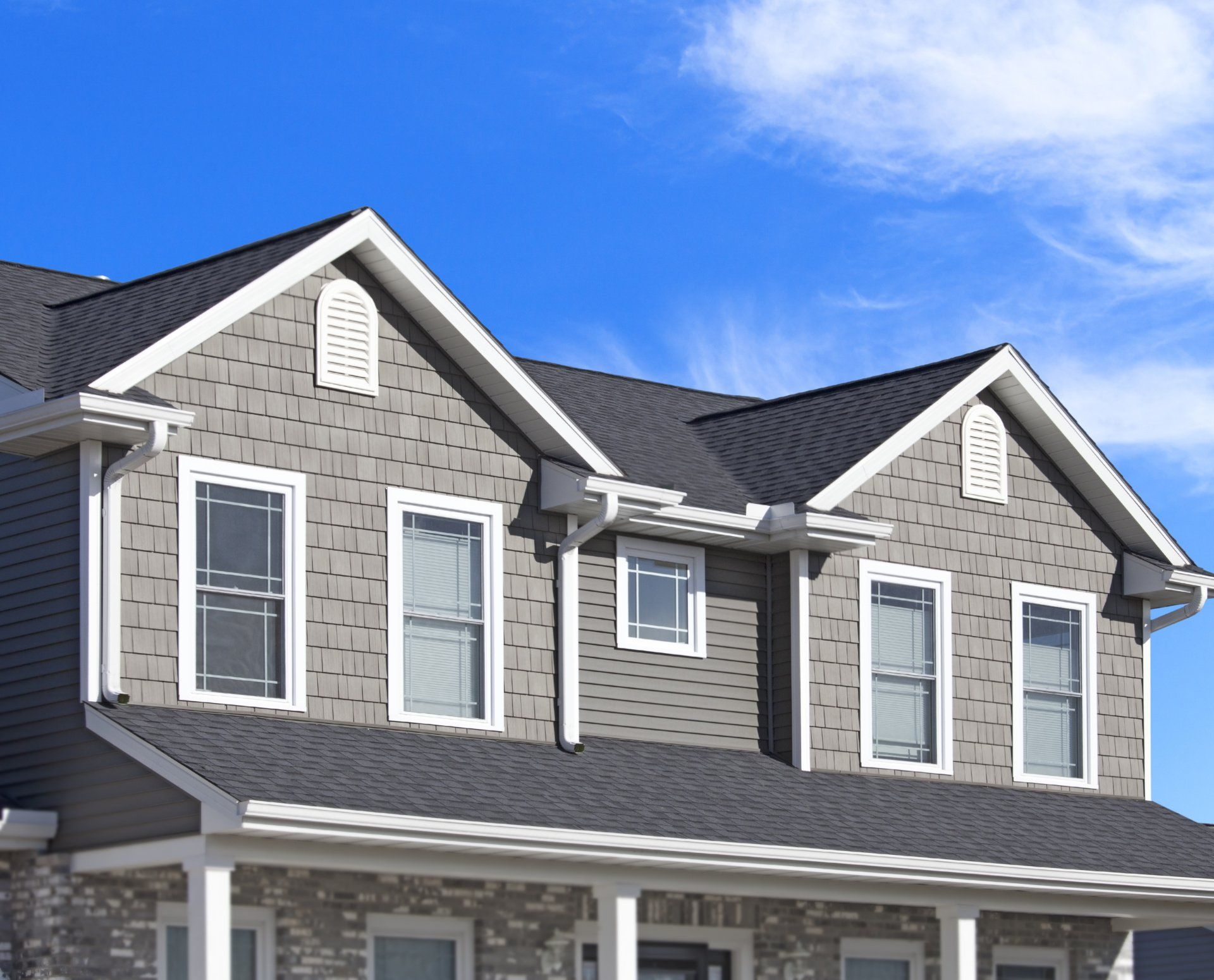 Everyone Takes Pride In Their Home Keeping The Home S External And Internal Atmosphere Beautiful Is So Roof Replacement Cost Shake Siding House Siding Options