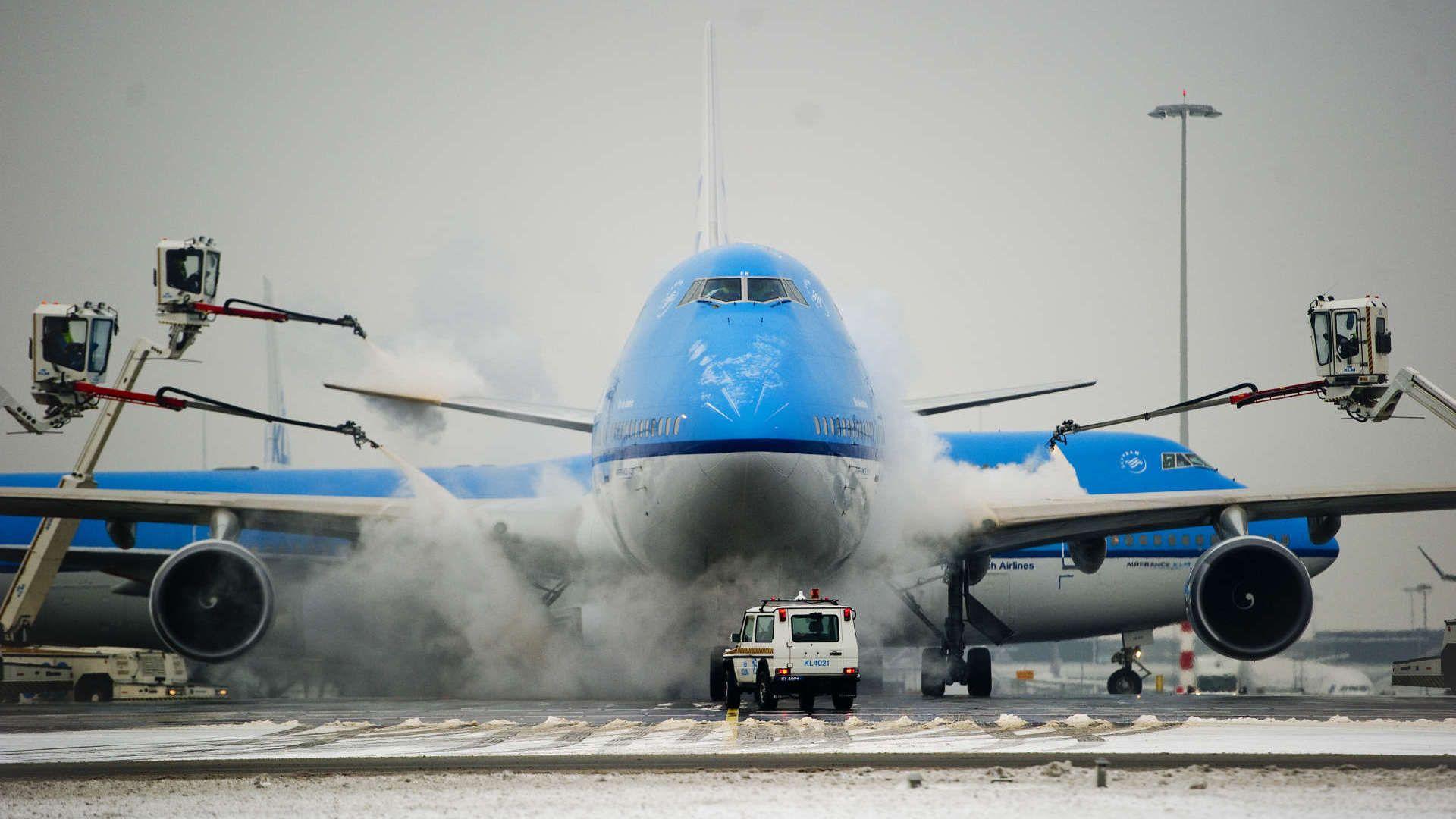 Deice ice baby klm blog vliegtuig aircraft helikopter
