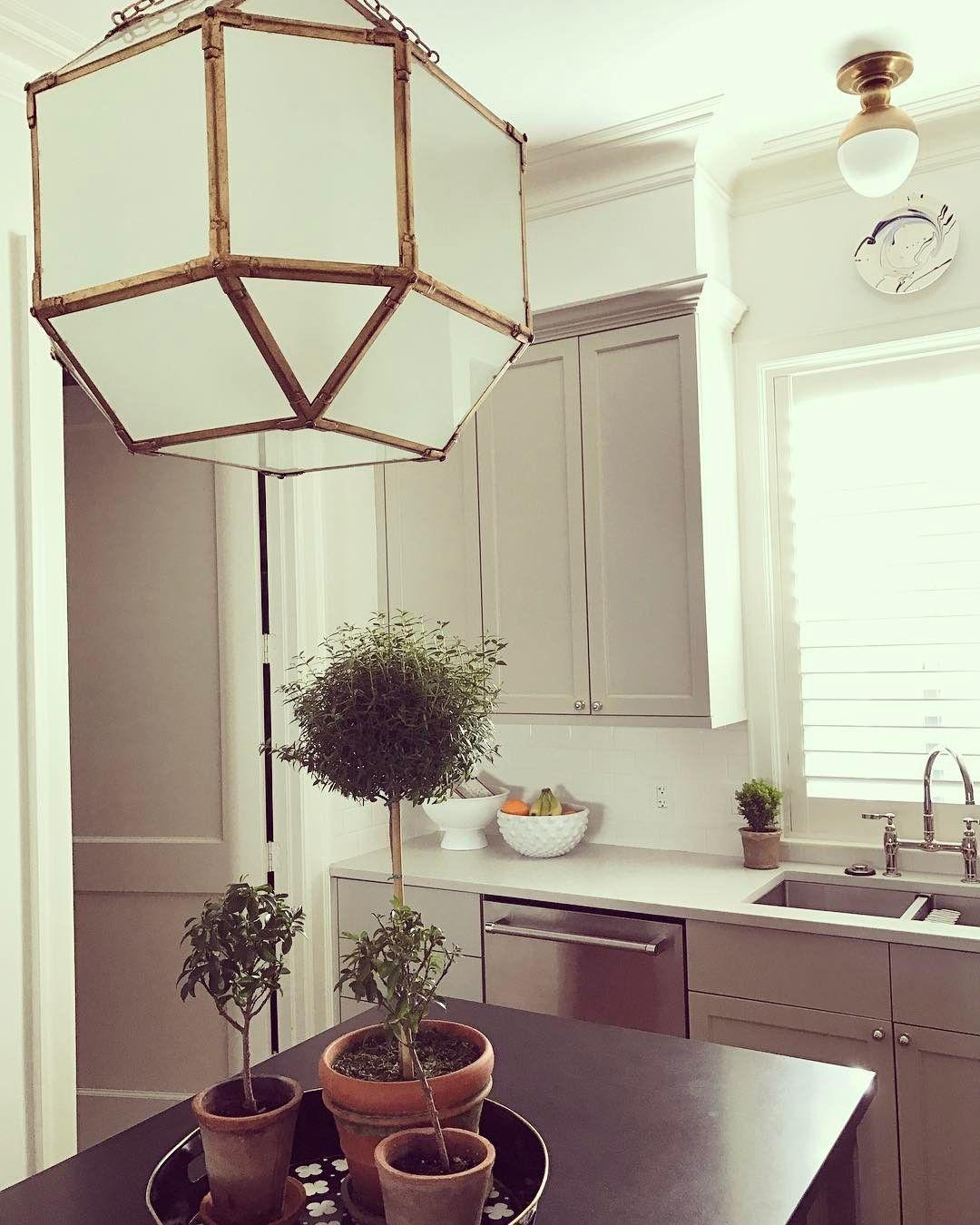 "834 Likes, 21 Comments - Paloma Contreras (@ladolcevitablog) on Instagram: ""Happy Friday! #palomacontrerasdesign #designhouston #kitchendesign #interiors #interiordesign…"""