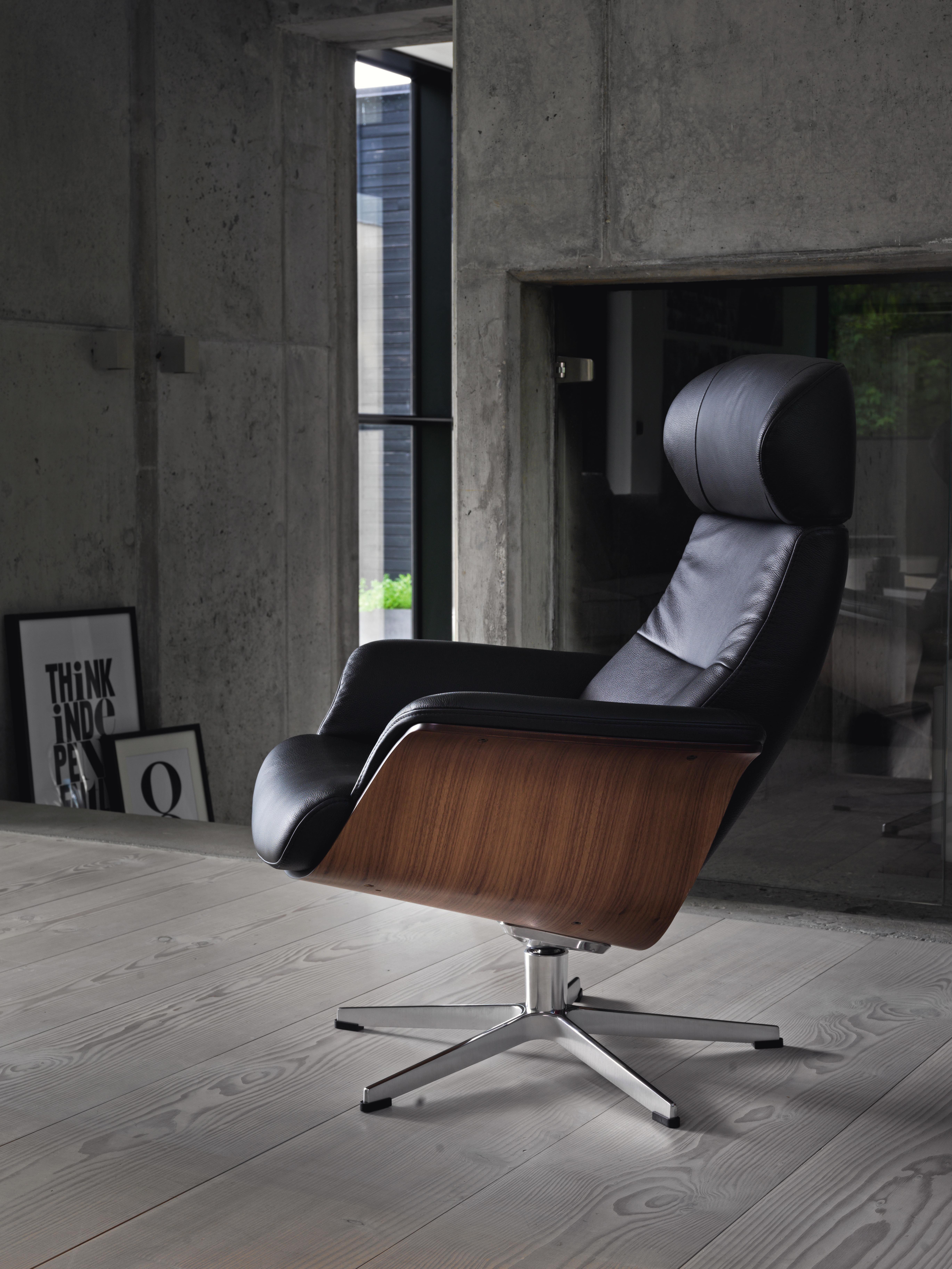 Relaxsessel Der Besonderen Art Die Zusammensetzung Aus Walnussholz Und Leder Verleihen Dem Hochwertig Verarbeiteten Sess Time Out Chair Chair Chairs Armchairs